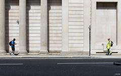 La confrontation (Julien Rode) Tags: angleterre city couleurs england lacity london londres portfolio rue street streetphotography urbain urban ville