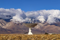 Clear Skies Between Storms (RStonejr) Tags: inyocounty inyo sierranevada easternsierra nrao highdesert 80d canon 2018 owensvalleyradiotelescope bigpine owensvalley caltechtelescope caltechradiotelescope caltechradiotelescopes caltech clouds mountains sierras telescope radiotelescope winter storm nature technology landscape sky blue fresh new