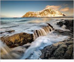 Skagsanden (nandOOnline) Tags: beach beacht branding fjord fjorden fotoreis golven lofoten noorwegen rotsen skagsanden sneeuw strand stranda vloed water winter zee
