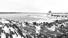 Small cabin (borishots) Tags: oslo norway no fornebu scandinavia norwegian scandinavian small houses house wood wooden cabin sea frozen ice rocks water birds bridge sky blue landscape urban exploration galaxy samsunggalaxynote8 shotfromthegalaxy panorama bw black white monochrome monochromatic blackandwhite