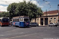 Europa, Portugal, Lisboa (Lissabon), Avenida Duque de Ávila Ecke Rua de Dona Estefânia, nahe Betriebshof Arco do Cego (Bernhard Kußmagk) Tags: lissabon arcodocego europe europa portugal lisboa lisbon lisbonne carris strasenbahn tram tramway streetcar trolley tramm tranvía villamos tramvia sporvogn tramvaj spårvagn trikk tramvai tranvia bonde elétrico tramvay raitioliikenne sporvei spårväg трамвай τραμ 路面電車 노면전차 有軌電車 电车 kusmagk kussmagk bernhardkusmagk bernhardkussmagk carroseléctricosdelisboa 900mm schmalspur narrowgauge avenidaduquedeávila ruadedonaestefânia trolleypole stangenstromabnehmer kontaktstange zweiachser rollenstromabnehmer depot betriebshof ligeiro