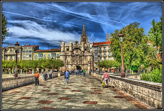 Puente y Arco de Santa María, Burgos. (Jose Roldan Garcia) Tags: paisaje urbana medieval río arlanzón burgos cielo árboles puente arquitectura historia colores