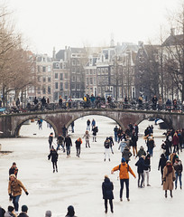 Ice skating on the canals of Amsterdam (Jannes Glas.) Tags: ice skating canals iceskating amsterdam schaatsen grachten keizer snow cold city canal