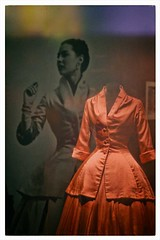 expo Dior (13) (Marie Hacene) Tags: exposition paris dior couture robe photo ancien