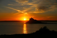 Sunset in Mount's Bay (janroles) Tags: sun reflection serene nature outdoor stmichaelsmount canoneos6d cornwall marazion clouds coast