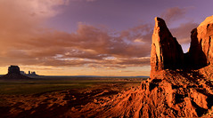 MONUMENT VALLEY - sunset (AlCapitol) Tags: monumentvalley nikon d800 coucherdesoleil sunset arizona nuages clouds