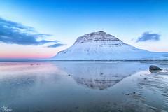 Kirkjufell en el ocaso (Urugallu) Tags: montaña reflejo mar agua color luz ocaso nubes cielo kirkjufell islandia iceland urugallu joserodriguez canon 70d flickr grundarfjordur hielo