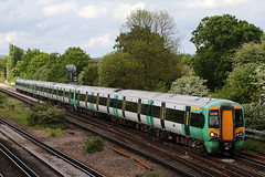 377419, Gatwick Airport, May 12th 2017 (Southsea_Matt) Tags: 377419 class377 electrostar bombardier goahead govia gtr southernrailway emu electricmultipleunit gatwickairport sussex england unitedkingdom may 2017 spring canon 80d 24105mm train railway railroad passengertravel publictransport vehicle