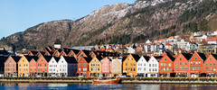 Bergen, March 1, 2018 (Ulf Bodin) Tags: hav building winter citylandscape bergen outdoor sea norway bryggen norge house canoneosm3 vinter city canonefm55200mmf4563isstm coast architecture mountain sky water mountainside panorama