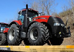 CASE IH Magnum 310 (4) (Proto-photos) Tags: 972582 case ih internationalharvester red tractor new shipment heavymachinery equipment load farming agriculture connellsville pennsylvania ttx flatcar railcar loaded rollingstock train railroad 310 magnum ittx cnh