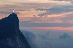 Cristo Redentor - Rio de Janeiro (mariohowat) Tags: vistachinesa mirantesdoriodejaneiro mirantedavistachinesa cristoredentor riodejaneiro canon sunrise alvorada amanhecer nascerdosol brazil brasil longaexposição