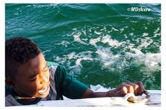 Niños cantores (mariadoloresacero) Tags: eau water agua acero mdacero ilca68 sony singers choristes cantores enfants enfant child niño niños children fleuve river río egypt egypte egipto nilo