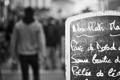 The streets of... Grenoble #48 (richardtostain) Tags: street rue bokeh bokehlicious noir black monochrome nb bw sony a7ii leica r elmarit 135mm f28