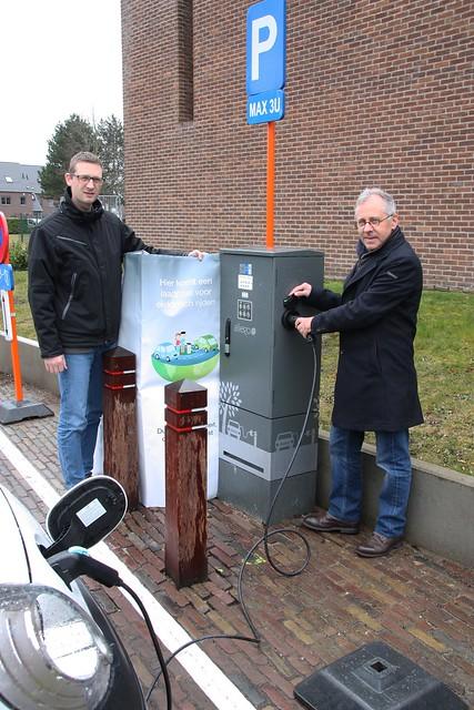 1e Publieke Laadpaal Voor Elektrische Wagens Nieuws Dat Je Raakt
