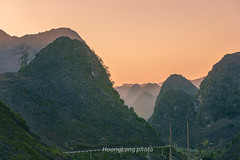 _Y2U1541.0218.Pải Lủng.Mèo Vạc.Hà Giang (hoanglongphoto) Tags: asia asian vietnam northvietnam northeastvietnam landscape scenery vietnamlandscape vietnamscenery vietnamscene hagianglandscape nature naturallandscape naturalscenery hdr sunset twilight mountain mountainouslandscape twilightmountainous sky redsky flanksmountain topmountain canyon canon canoneos1dx canonef70200mmf28lisiiusm đôngbắc hàgiang mèovạc pảilủng phongcảnh phongcảnhhàgiang mãpílèng đèomãpílèng pass mapilengpass hoànghôn phongcảnhthiênnhiên thiênnhiên phongcảnhvùngnúi hoànghônvùngnúi hoànghônmãpílèng rockmountain hoànghônvùngcao