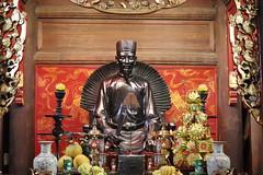 Temple of Literature (Van Mieu) (Terry Hassan) Tags: vietnam hanoi temple templeofliterature confucius vanmieu offering statue bronze altar