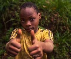 greetings (David Ruiz Luna) Tags: descent descenso kilimanjaro tanzania people gente niños children local lugareños mountkilimanjaro nikon nikond750 eltechodeafrica theroofofafrica africa portrait unitedrepublicoftanzania eastafrica travel viajar trip viaje eyes ojos touraroundtheworld faces caras facesoftheworld rostro