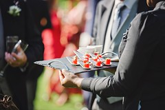 hands-holding-plate-2110438_960_720