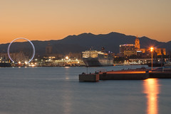 Malaga (Tom Neumann) Tags: malaga atardecer crucero sunset city sea ship bay landscape nikon d40x 55mm largaexposicion longexposure