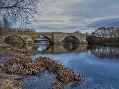 Reflejame (la_magia) Tags: agua río ríoórbigo nubes cielo árboles piedra puente alijadelinfantado naturaleza paisaje arquitectura reflejos invierno león españa
