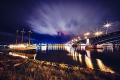 Blues Boat (Schuchardts') Tags: sony alpha 7r3 7riii voigtlander 10mm weitwinkel wideangle blue river mainz brücke theodor heuss kastel schiff blau