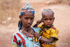 The Fulani at Boundiali (10b travelling / Carsten ten Brink) Tags: 1000plus 10btravelling 2018 africa africaine african afrika afrique boundiali carstentenbrink cotedivoire elfenbeinkueste fula fulani fulɓe iptcbasic ivorian ivorycoast odienné peuhl westafrica africain baby child children cmtb community ethnic girl group ivoirien ivoirienne mother north pastoralist people settlement tenbrink village