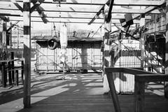 Urban candid. (35mm)   Ilford FP4 Plus 125. (samuel.musungayi) Tags: 35mm film 24x36 135 argentique analog pellicule pelicula negativo negative négatif scan monochrome mono ilford fp4 plus 125 samuel musungayi photography photographie fotografia candid urban life light noir et blanc black white street rue rotterdam route bâtiment panneau samuelmusungayi noiretblanc blackandwhite