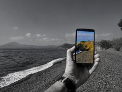 lgg3d855 lg smartphone colors view screen beach... (Photo: panoskaralis on Flickr)