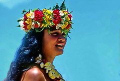 Tahitian Flower Crown for the Queen (gerard eder) Tags: world travel reise viajes oceania polynesia polynésiefrançaise tahiti frenchpolynesia people peopleoftheworld flowers flores folklore blumen outdoor women girl street streetlife streetart