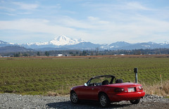 Winter drive in the Canadian countryside (D70) Tags: winter drive canadian countryside march 12th 2018 balmy 19 deg fraservalley britishcolumbia canada sony dscrx100m5 ƒ56 257mm 1500 125 miata mazda na sportscar roadster convertible 1990 mtbaker mountain baker volcano