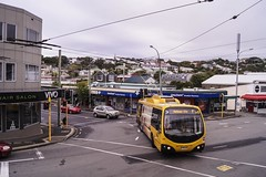 Brooklyn - Ohiro Road at Cleveland Street (andrewsurgenor) Tags: transit transport publictransport nzbus gowellington electric trackless trolleybus trolleybuses wellington nz streetscenes bus buses omnibus yellow obus busse citytransport city urban newzealand