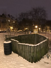 L'un des espaces pour les besoins des chiens sous la neige (Flikkersteph -5,000,000 views ,thank you!) Tags: night urbanlight winter snow trees park white lighteffect nature dark riga schaerbeek brussels belgium