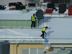 Roof snow removal (skumroffe) Tags: roofsnowremoval snowremoval snöskottning roof tak snow snö winter vinter workers worker people solna stockholm sweden
