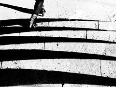 Women in Geometry (Leonegraph) Tags: frau women lady beauty kontrast contrast gegenlicht shadow schatten leonegraph streetphotographer streetphotography story urban spontan spontanious candid unposed human street 2018 europe germany deutschland city stadt monochrome bw blanco negro bn sw schwarz weis black white panasonicgx80 panasonic1235mmf28 mft microfourthirds hannover hanover