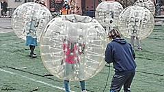 aliens (archgionni) Tags: strada street piazza square ragazzi boys ragazze girls children divertimento fun colori colors palloni balls gioco play