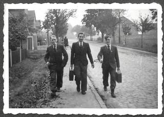 Archiv Thür024 Unterwegs mit Aktenkoffer, 1930er