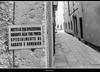 messaggio....poco subliminale (magicoda) Tags: italia italy magicoda foto fotografia venezia venice veneto biancoenero blackandwhite bw bn fuji fujifilm mirrorless x100 x100t persone people blackwhitephotos maggidavide davidemaggi passione passion see graffiti writing sms venetian 2018 noupskirt nosexy nowife avviso warning cannaregio messaggi message calle wall muro tourist