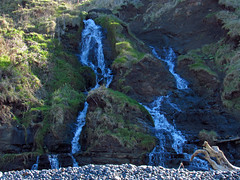 Waterfall at Pacific Coast in OR (Jeff Hollett in Vancouver, WA) Tags: pacificcoast pacificocean pacificnorthwest oregon ocean beach lowtide cannonbeach indianbeach waterfall