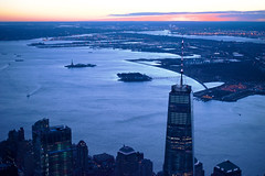 One World Trade Center during the blue hour (Yonatan Souid) Tags: bluehour ny newyork newyorkcity manhattan financialdistrict bigapple sunset statenisland nightscape cityscape skyscraper winter freezing blue atmosphere