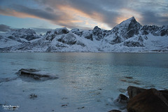 Spiaggia ghiacchiata sull'isola di Flakstadøya (Fabio Bianchi 83) Tags: flakstadøya lofoten norvegia norge norway beach spiaggia sunset tramonto