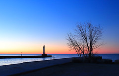 Pre-dawn at lakefront (Daniel Q Huang) Tags: sunrise lakefront dawn clouds
