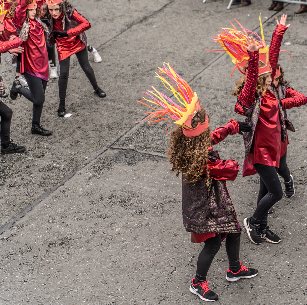 SPIKY TRIBE BY THE INISHOWEN CARNIVAL GROUP [DUBLIN PARADE 17 MARCH 2018]-137745