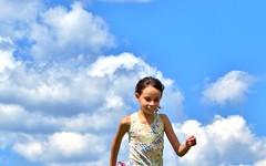 marina (jakza - Jaque Zattera) Tags: criança correndo pessoa alegria liberdade