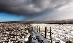 Better get a move on (Phil-Gregory) Tags: natrural national naturalphotography naturephotography naturalworld nationalpark natural naturalphotograph colours colour color snow snowstorm sirwilliamshill peakdistrict countryside countrylife hiking nikon d7200 tokina1120mmatx tokina 1120mmproatx11 fence