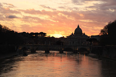 Tramonto San Pietro (Paolo Coppola (www.paolocoppola.com)) Tags: roma sanpietro tramonto citta tevere sunset allapero
