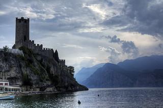 Il castello a guardia del lago – The castle guarding the lake