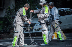 2018 - Mexico City - Condesa - Street Painting Crew (Ted's photos - For Me & You) Tags: 2018 cdmx cityofmexico cropped mexico mexicocity nikon nikond750 nikonfx tedmcgrath tedsphotos tedsphotosmexico vignetting men males uniforms streetscene street hat rope workers trio candid