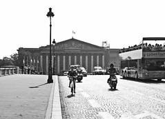 Ciclista (Campanero Rumbero) Tags: paris france francia day dia travel turismo trip monocromo bn city ciudad europe europa ciclista street calle callejero summer verano
