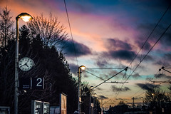 Two (Melissa Maples) Tags: münchen munich deutschland germany europe nikon d3300 ニコン 尼康 nikkor afs 18200mm f3556g 18200mmf3556g vr winter dusk evening pasing station clocksignnumber2cables