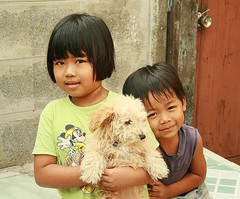 sister, brother, dog (the foreign photographer - ฝรั่งถ่) Tags: sister brother dog khlong thanon portraits bangkhen bangkok thailand canon
